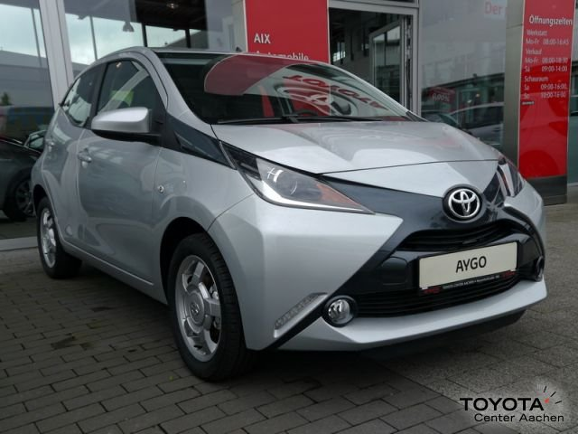 toyota aygo gebraucht toyota aygo merlansilber metallic. Black Bedroom Furniture Sets. Home Design Ideas