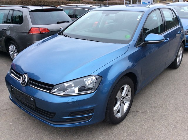 vw golf 7 bluemotion pacificblau metallic. Black Bedroom Furniture Sets. Home Design Ideas