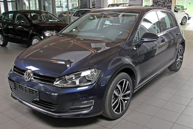 vw golf 7 nightblue metallic zu verkaufen. Black Bedroom Furniture Sets. Home Design Ideas