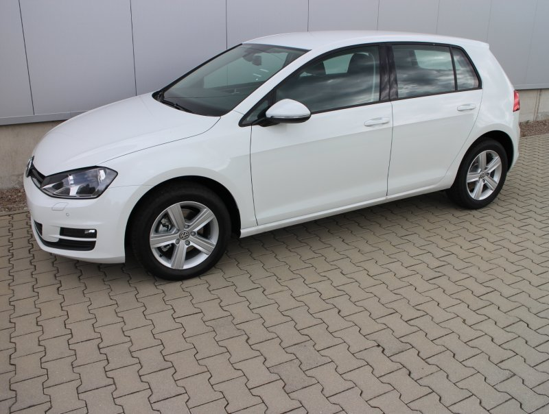 vw golf 7 pure white. Black Bedroom Furniture Sets. Home Design Ideas